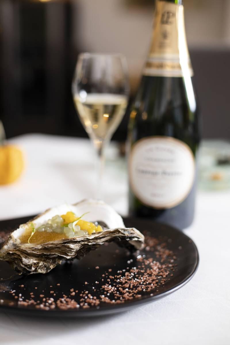Irische Auster mit dreierlei Kaviar & Champagner