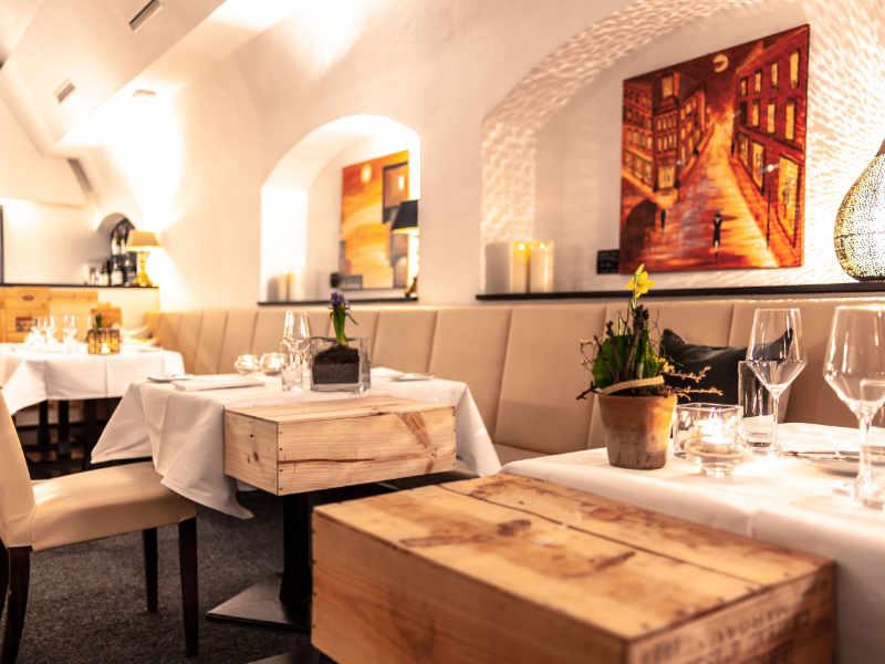 Gedeckte Abendtische im Restaurant Valentin Lindau