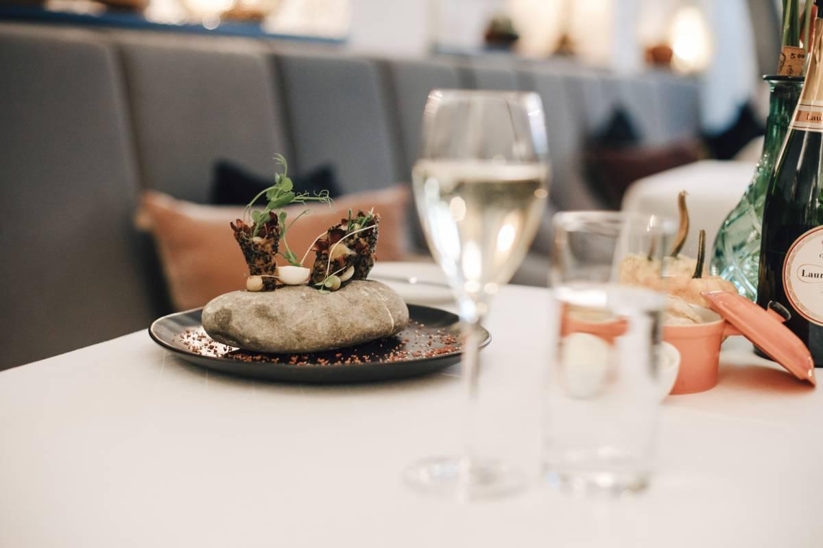 Taube mit Traube - Gericht im Restaurant Valentin Lindau